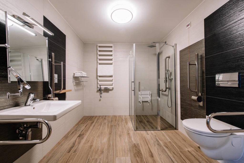 łazienka przystosowana do osób z niepełnosprawnościami