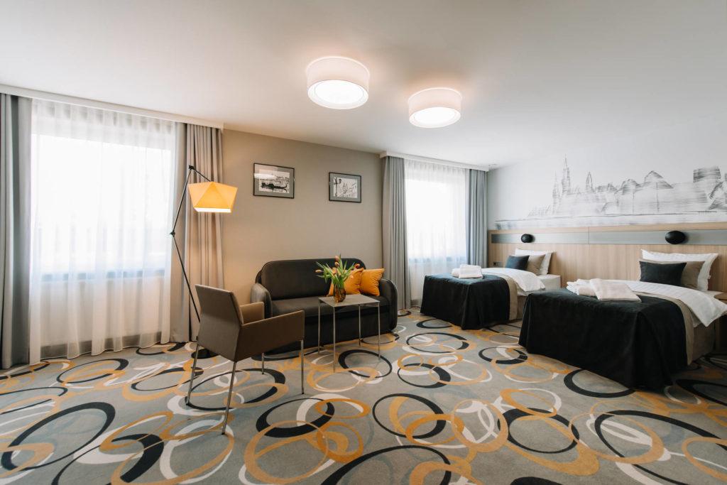 pokój dwuosobowy w hotelu czterogwiazdkowym